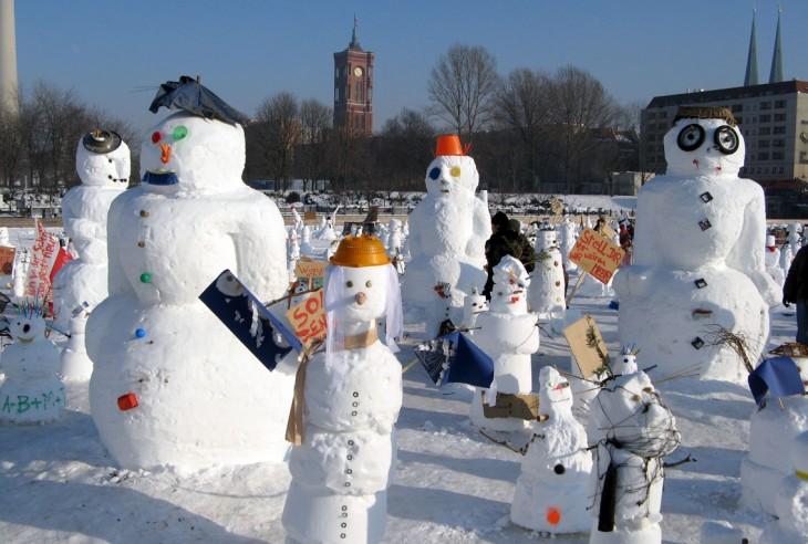 Demonstration der Schneemänner gegen die Erderwärmung in Berlin 2010